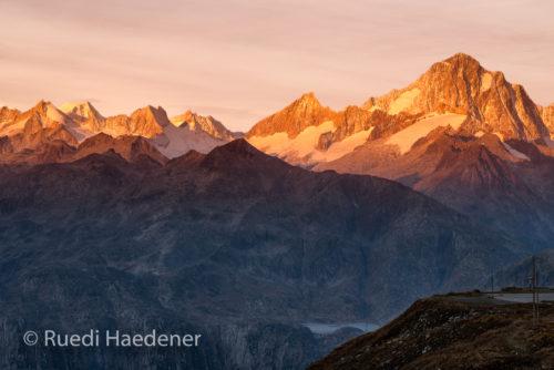 Sonnenaufgang am Finsteraarhorn