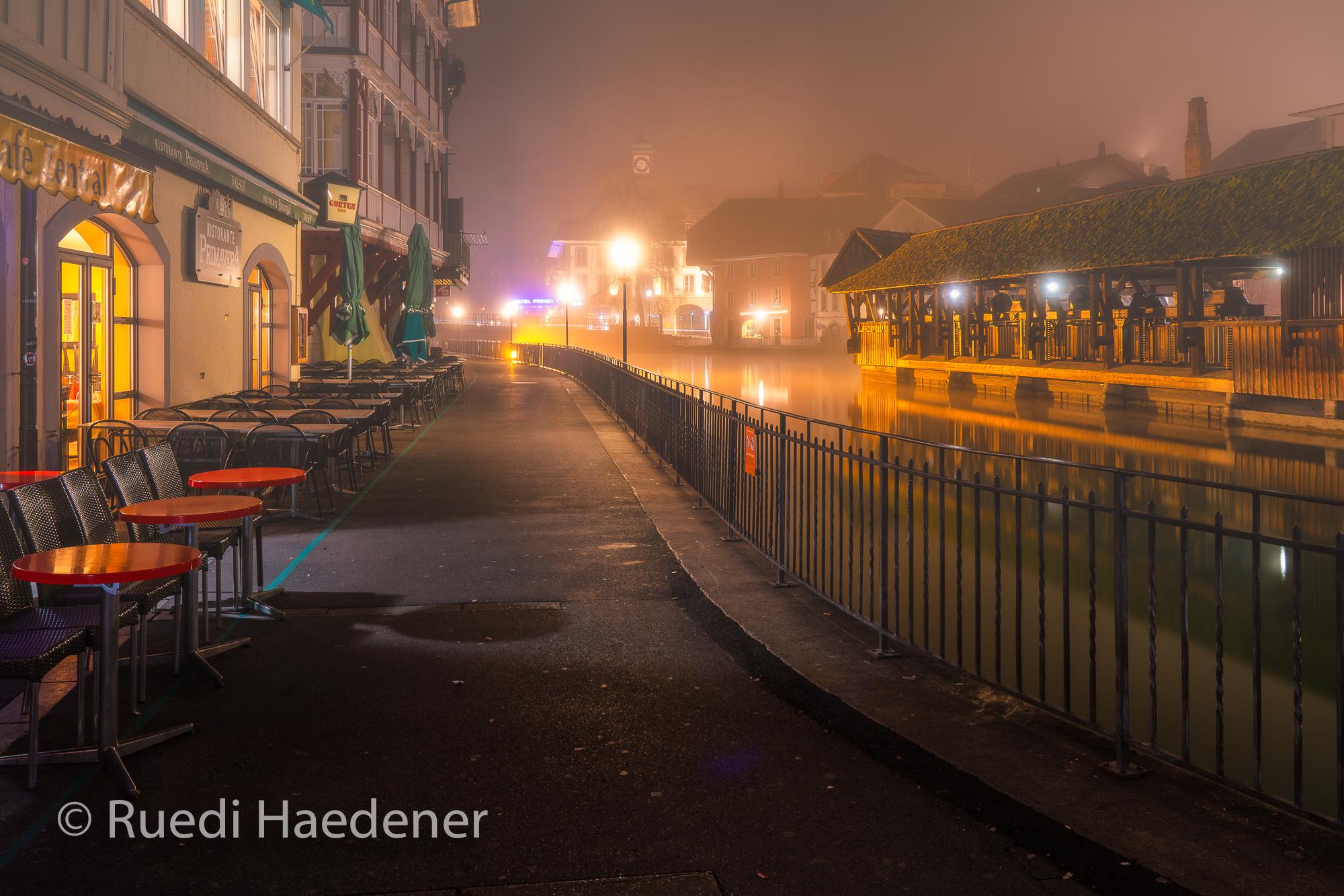 Bälliz bei Nacht und Nebel