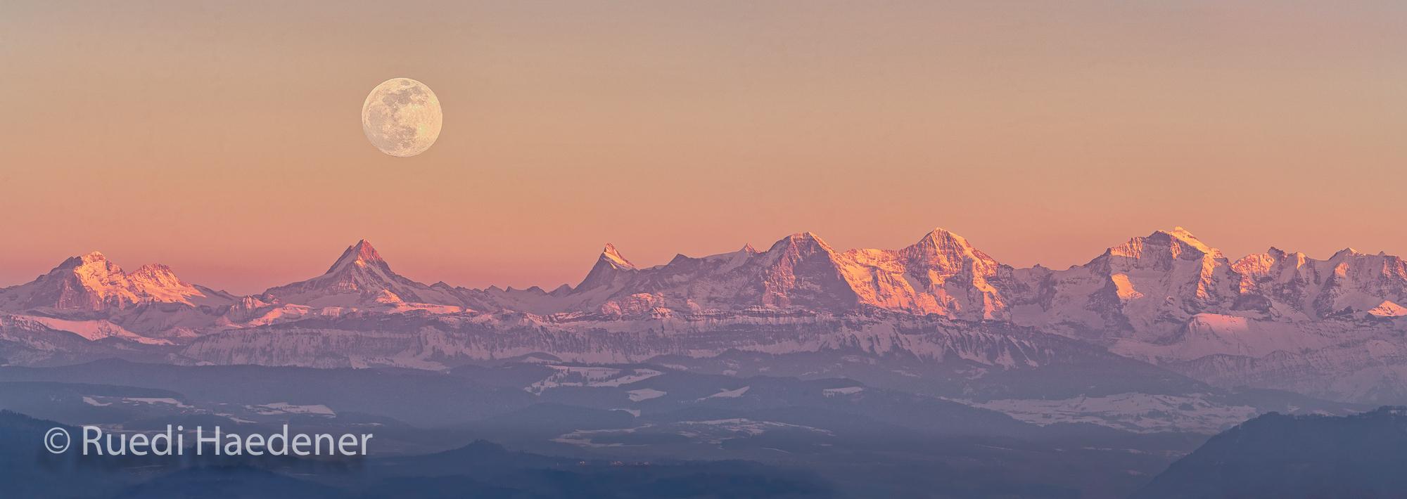 Berner Alpen mit Vollmond